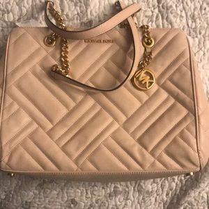 Michael kors hand bag brand new never used.